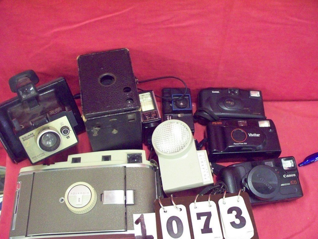 LOT OF 8 - ASSORTED CAMERAS - 2 POLOROIDS(SQUARE
