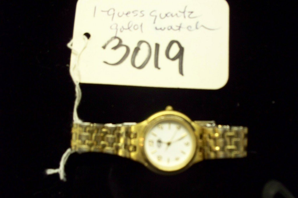 WATCH - GUESS - GOLD TONE LINK BAND