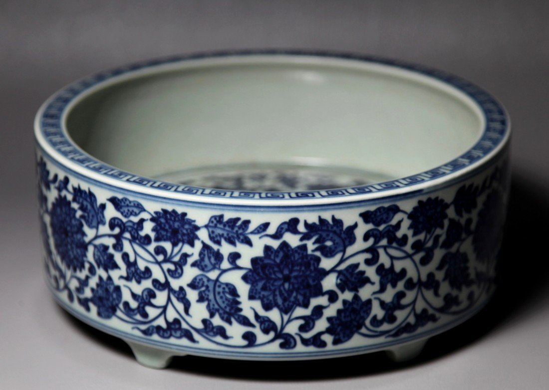 21: BLUE AND WHITE PORCELAIN WRITER'S COUPE