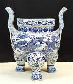 VERY LARGE BLUE AND WHITE PORCELAIN DING