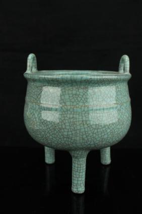 Chinese celadon crackle tri pod censer