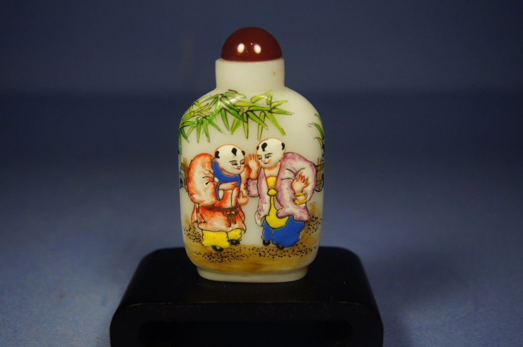 25: Chinese antique painted glass snuff bottle