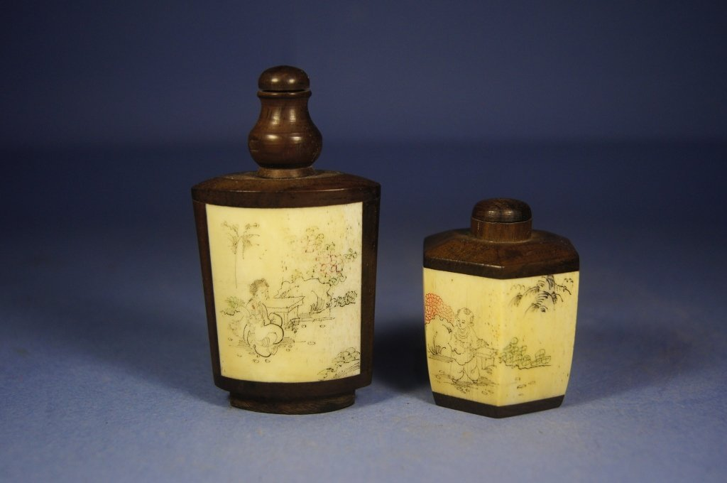 29: Pair of Chinese antique snuff bottles