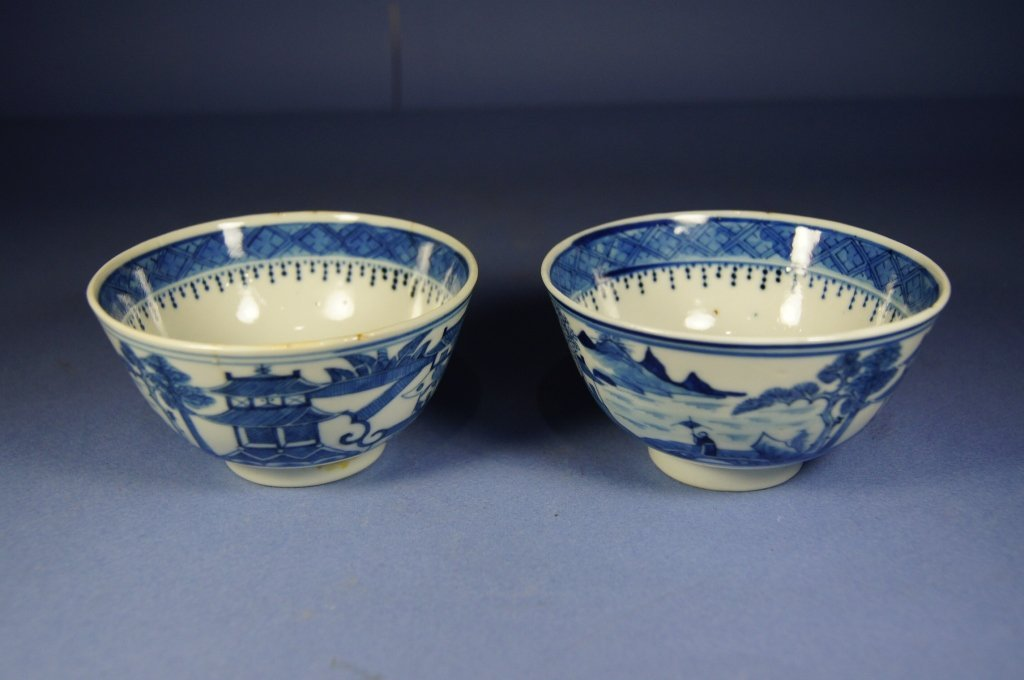 Pair of Chinese blue and white bowl; Kangxi