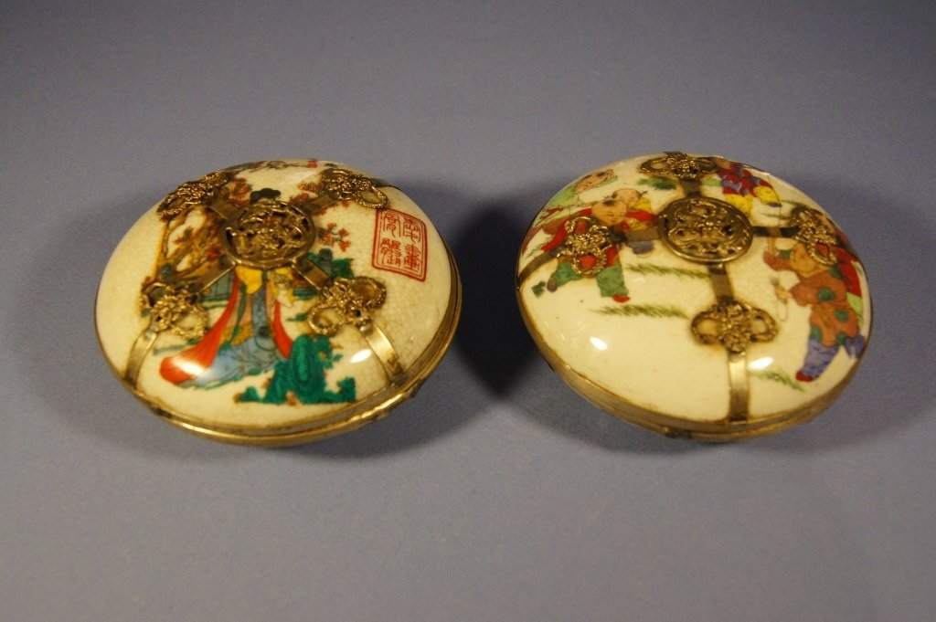 Pair of Chinese porcelain cosmetic boxes