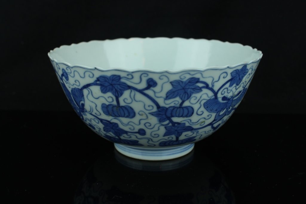 Chinese blue and white bowl ; marked ; H: 7 cm , D: 14
