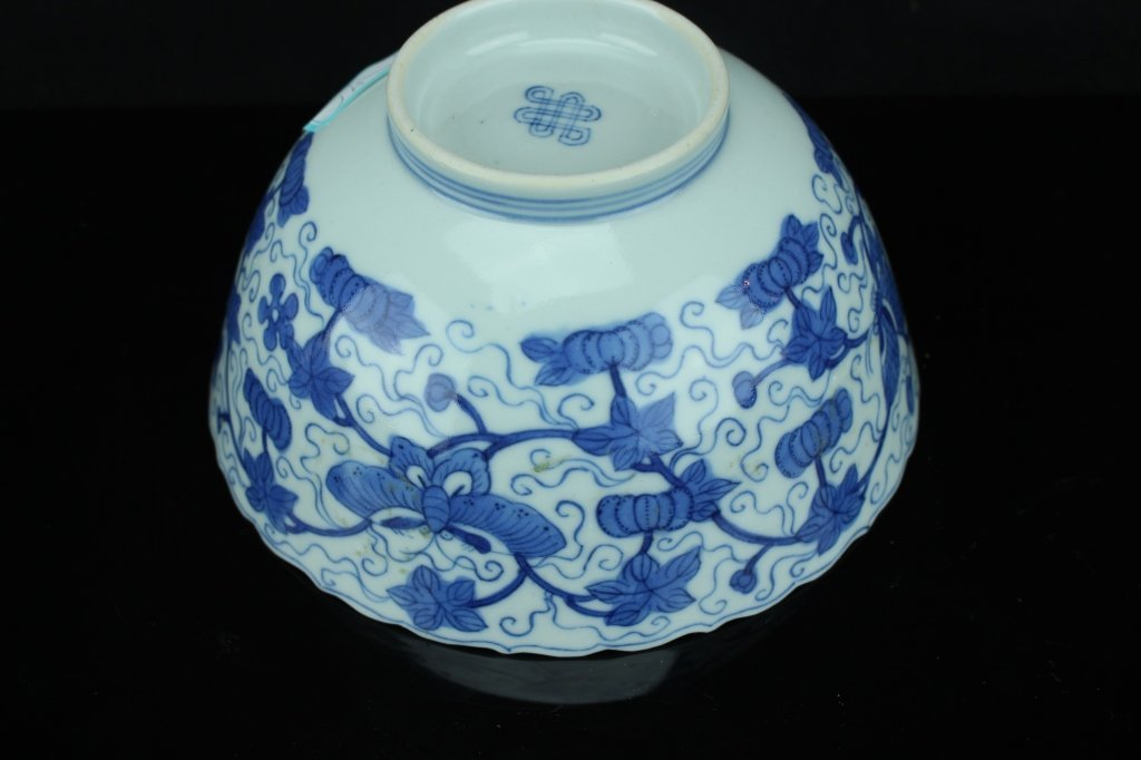 Chinese blue and white bowl ; marked ; H: 7 cm , D: 14 - 3