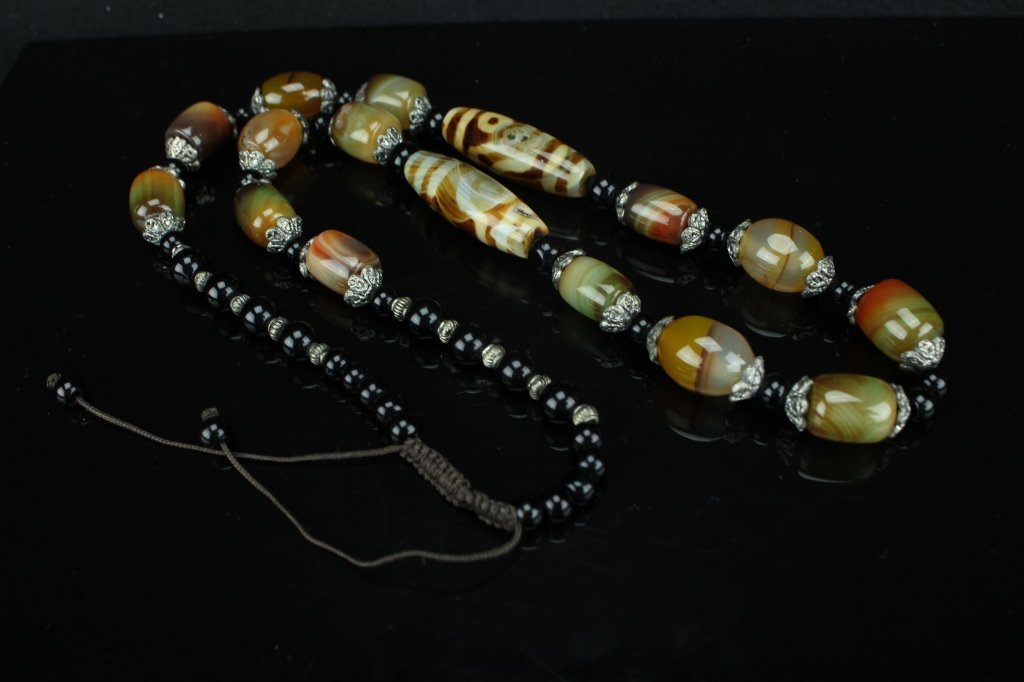 Chinese Agate beads necklace ; 14 to 40 mm beads