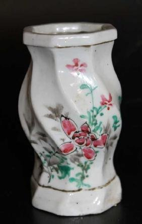 """Chinese Famille Rose Vase  Size : 5"""" T"""