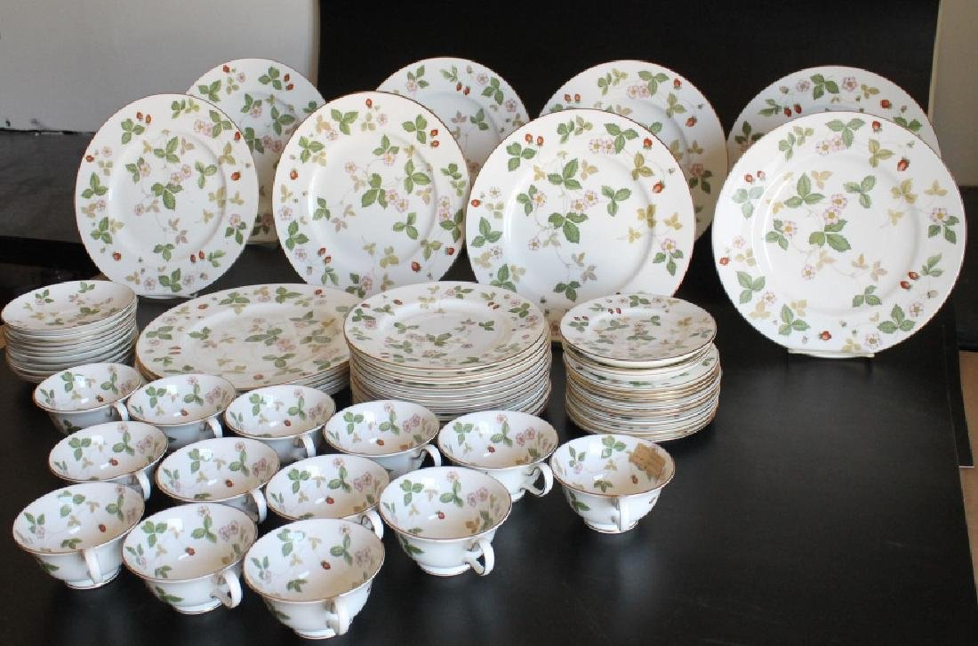 Large Wedgwood China Set - 2