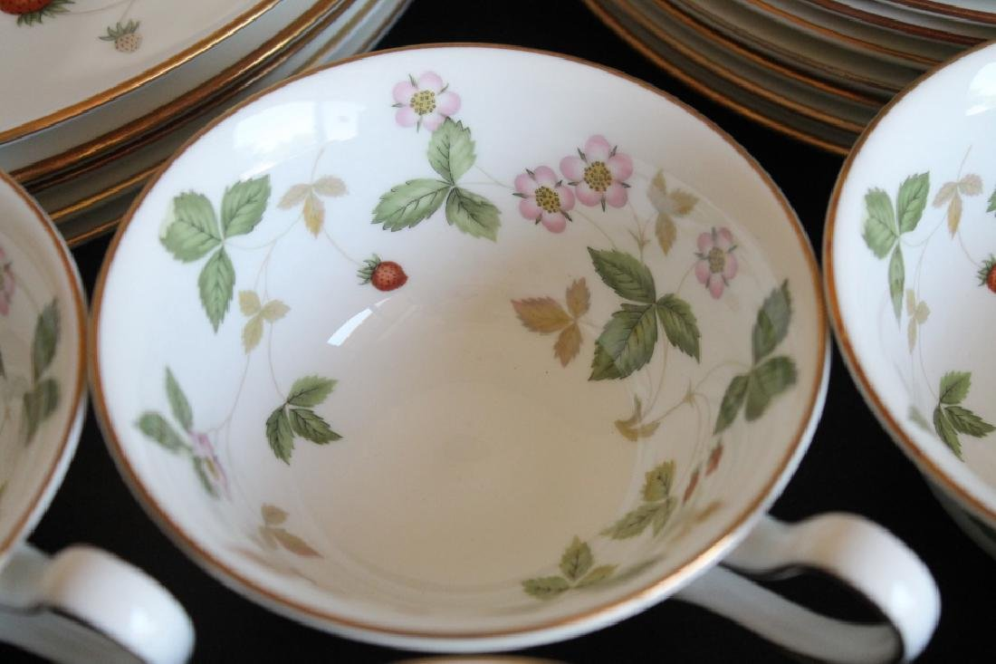 Large Wedgwood China Set - 4