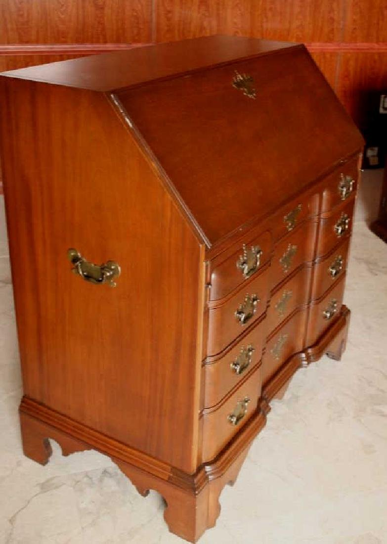 A Chippendale Mahogany Chest on Chest - 3
