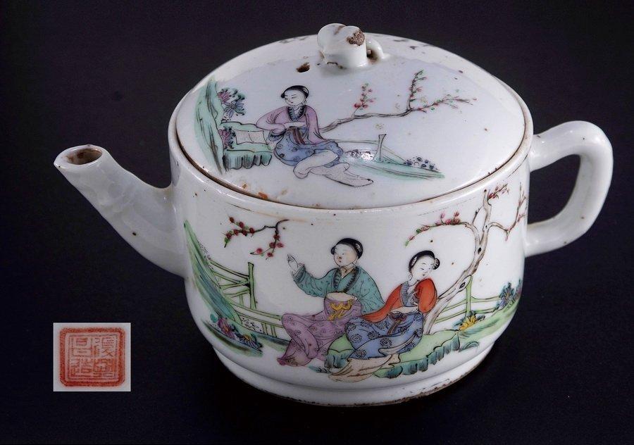 15: Famille Rose Teapot