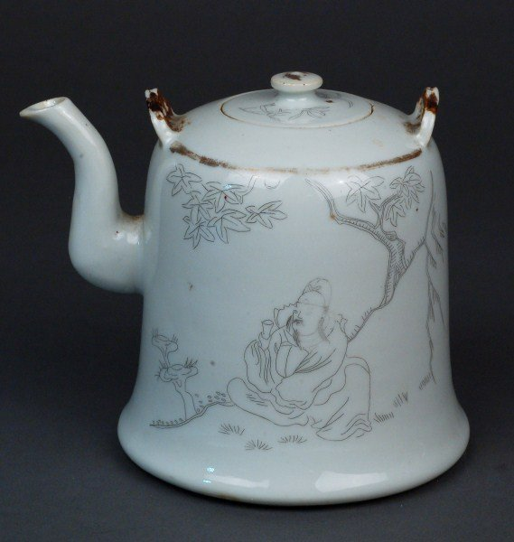17: A Painted Chinese Porcelain Teapot