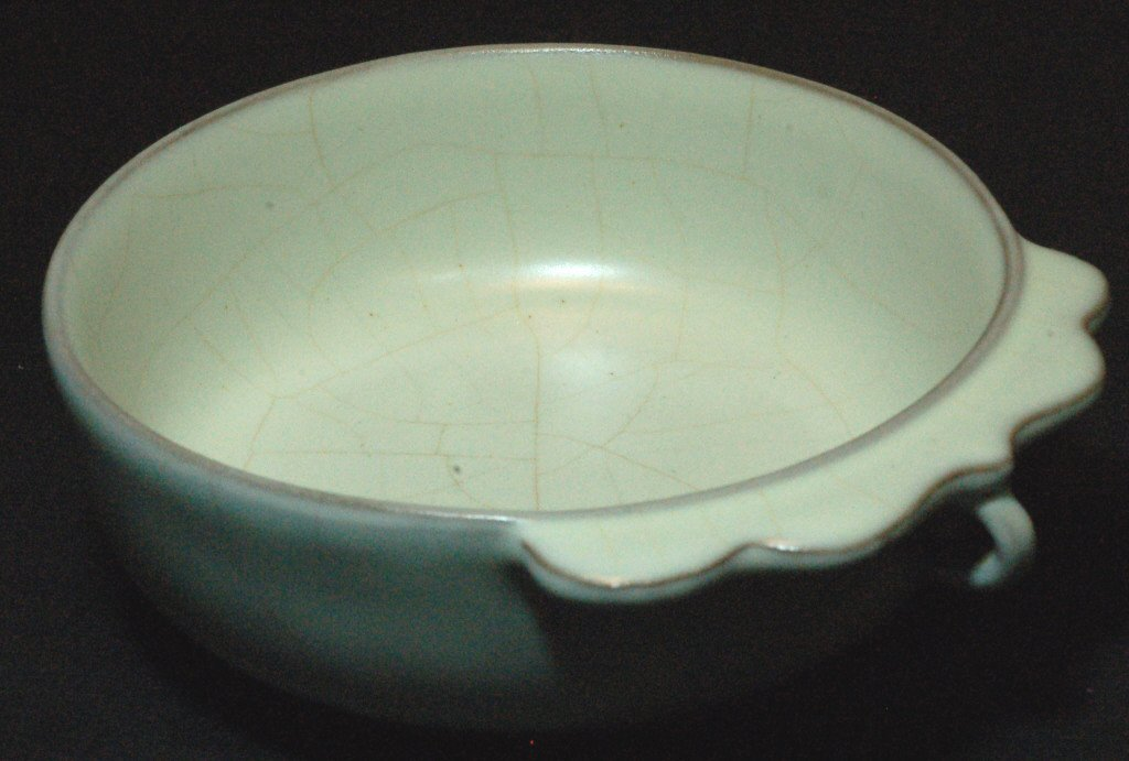 21: Chinese Crackle Glaze Porcelain Bowl