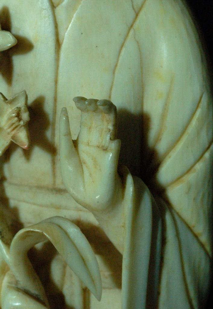 102: Finely Carved Ivory Figure - Woman - 4