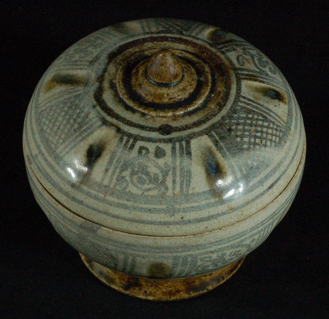 Antique Ming Dynasty Blue And White Lidded Jar