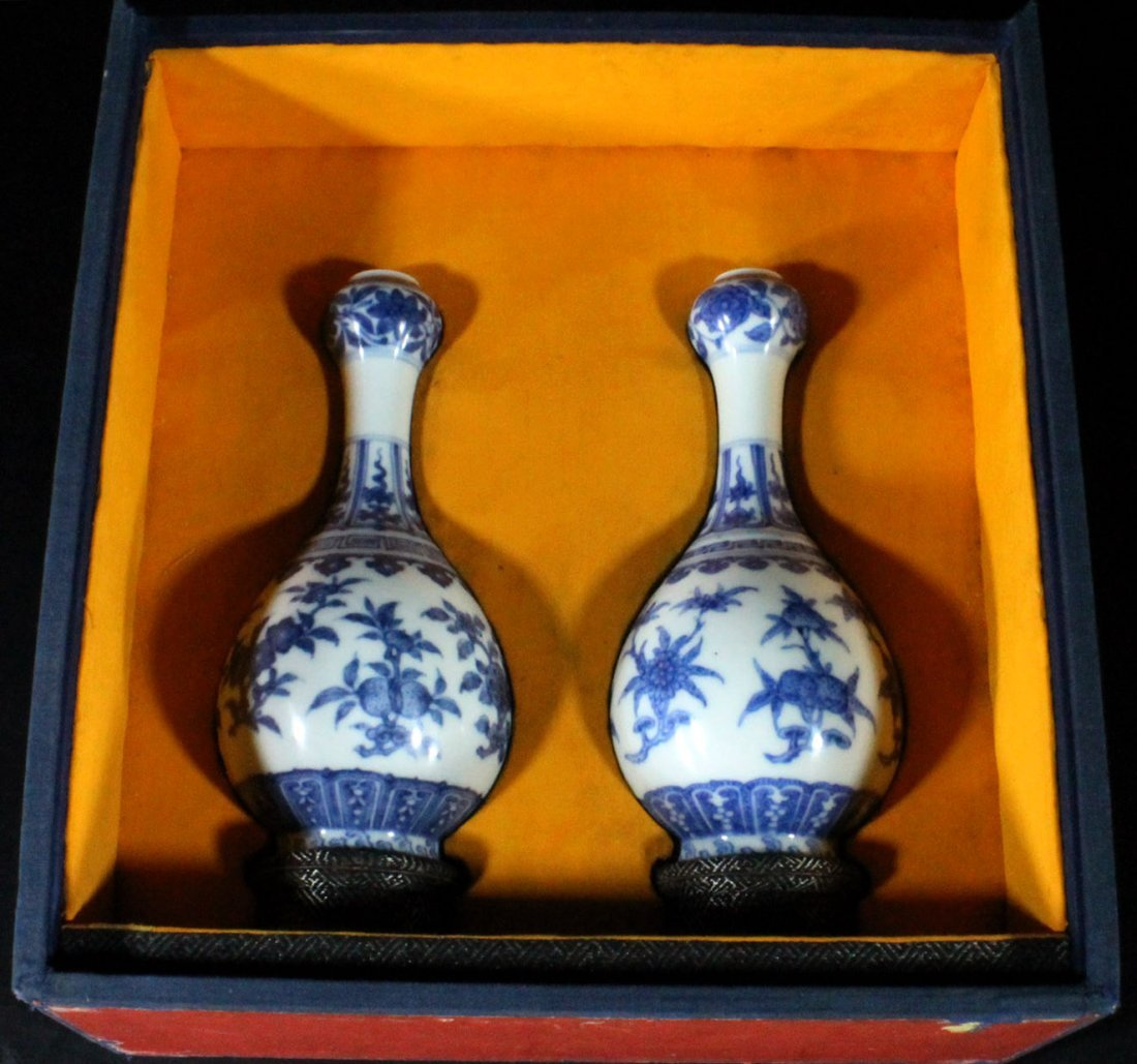 Qing Pair of Blue and White Garlic-Head Vases