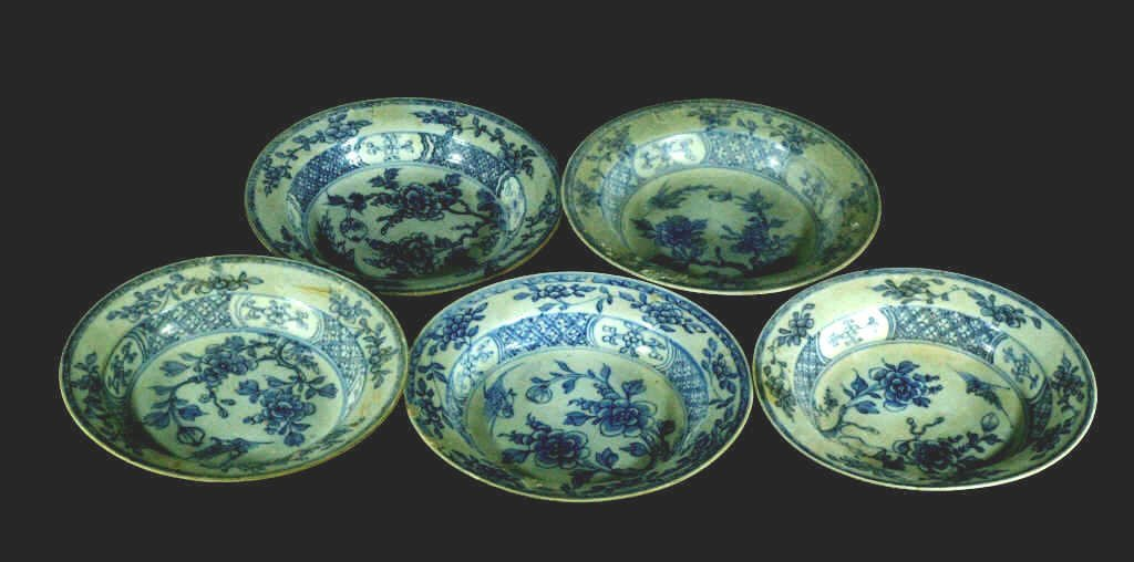 Lot of 5 Ming Dynasty Blue and White Plates