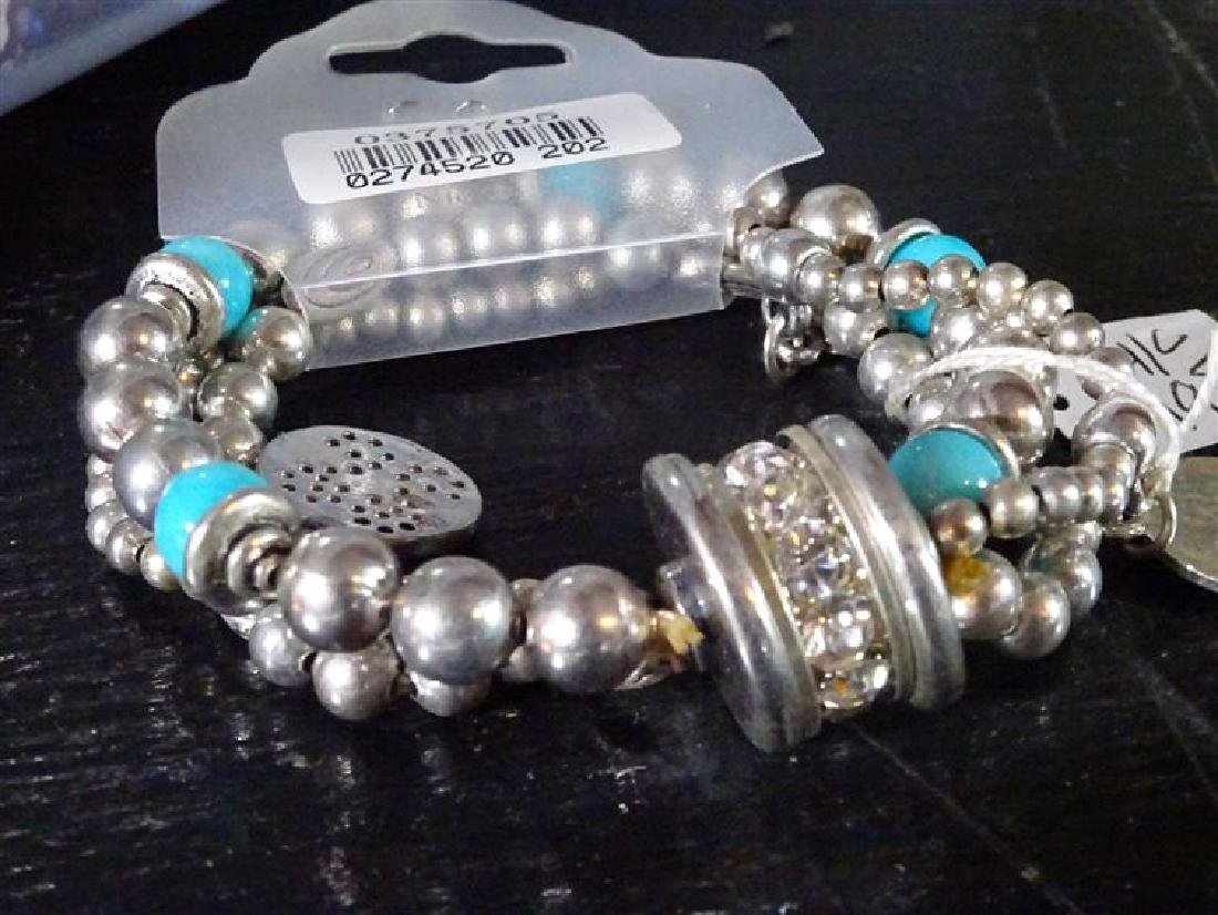BOX LOT NEW COSTUME JEWELRY, BEADED BRACELETS AND - 6