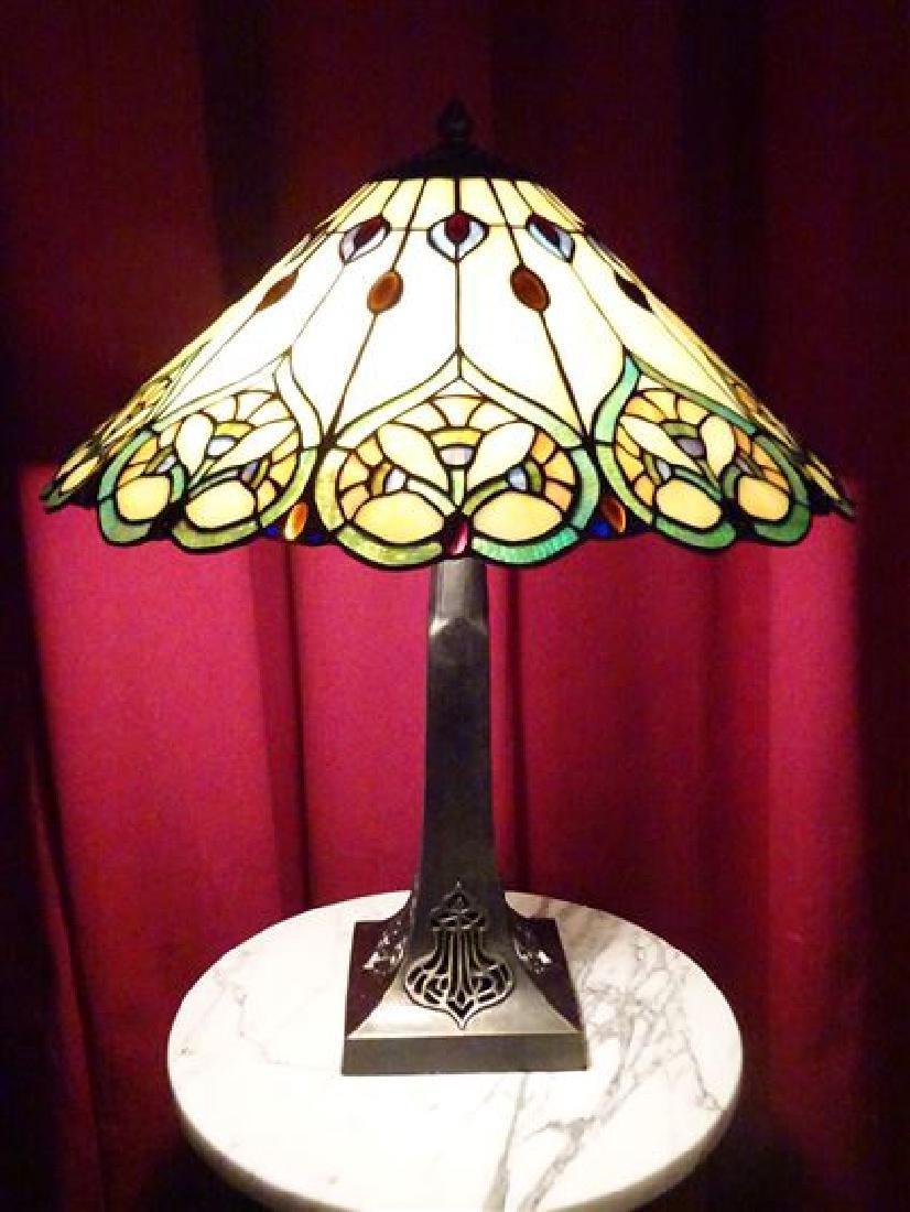 TIFFANY STYLE LEADED GLASS TABLE LAMP BY SPLENDOR