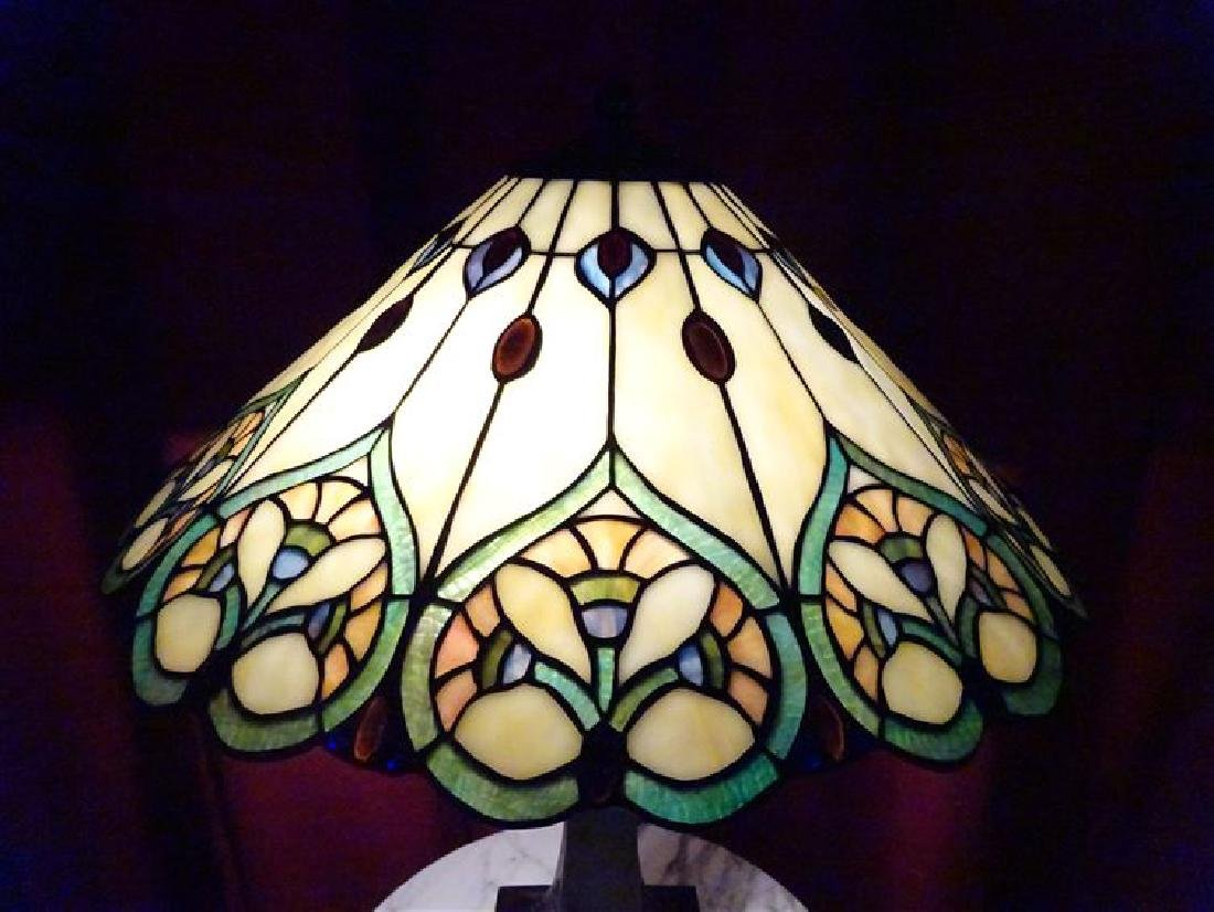 TIFFANY STYLE LEADED GLASS TABLE LAMP BY SPLENDOR - 2