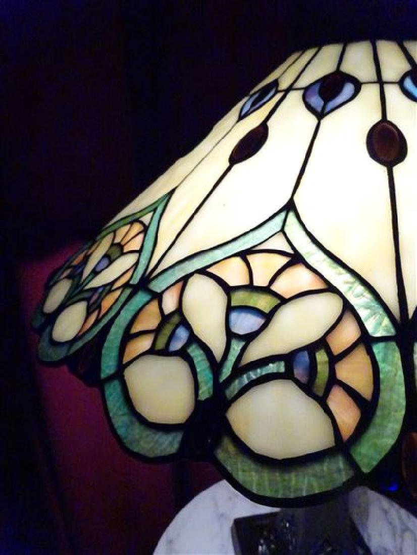 TIFFANY STYLE LEADED GLASS TABLE LAMP BY SPLENDOR - 8