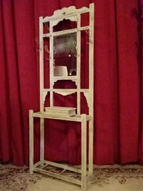WHITE PAINTED HALL TREE, WITH MIRROR, METAL COAT HOOKS