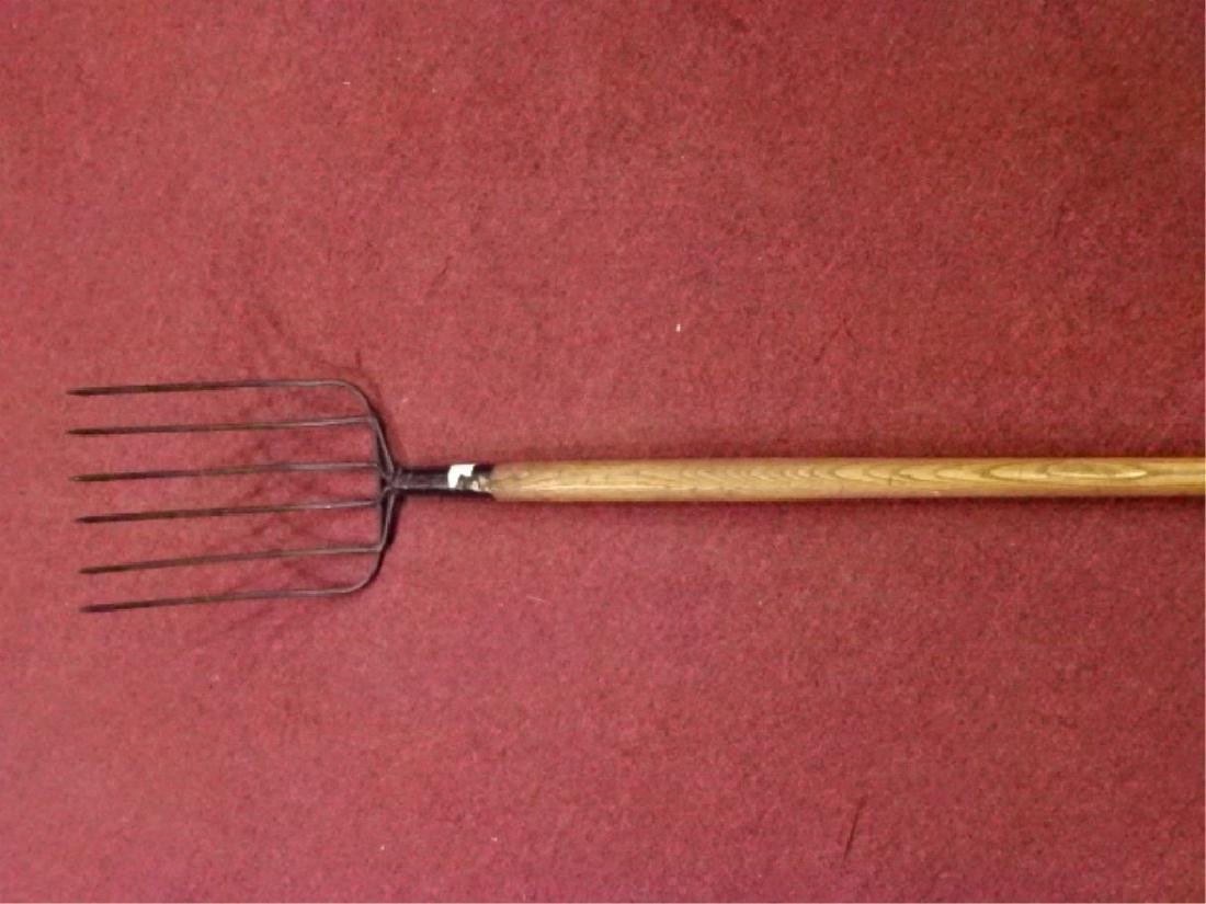 VINTAGE PRIMITIVE PITCHFORK, METAL WITH WOOD HANDLE. - 2