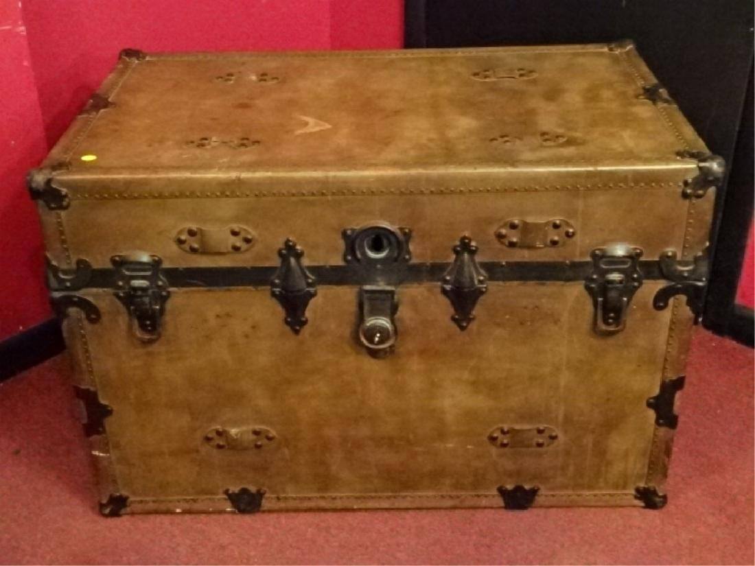 LARGE VINTAGE STEAMER TRUNK, VERY GOOD CONDITION BUT
