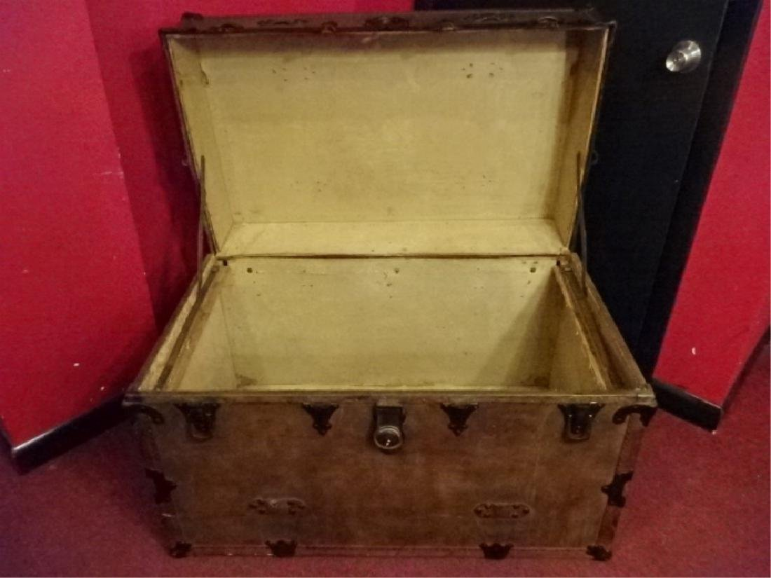LARGE VINTAGE STEAMER TRUNK, VERY GOOD CONDITION BUT - 4