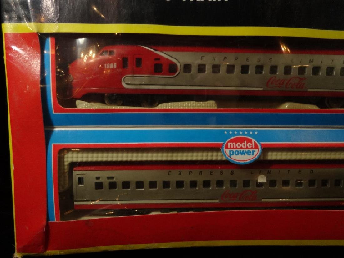 MODEL POWER HO SCALE TRAIN SET, 1083 SANTA FE BULLET - 4