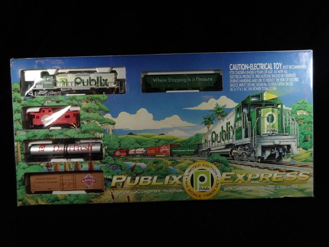PUBLIX EXPRESS HO SCALE TRAIN SET, INCLUDES LOCOMOTIVE,