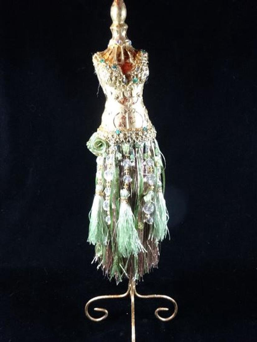 JEWELRY NECKLACE HOLDER, DRESS FORM IN GREEN, VERY GOOD