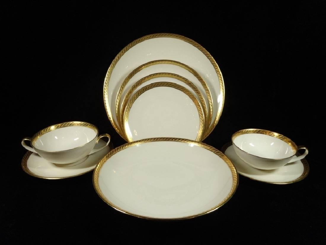 265 PC HUTSCHENREUTHER CHINA SERVICE, 02396 WHITE WITH