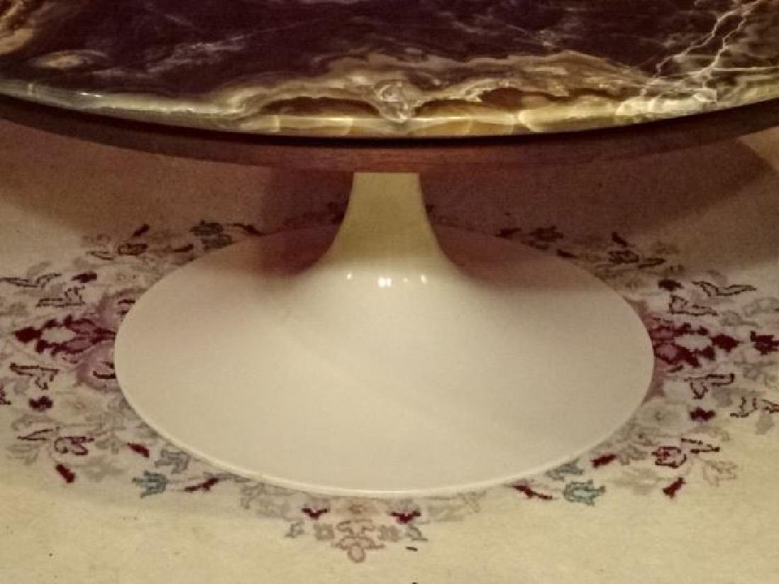 AGATE TOP ROUND EERO SAARINEN COFFEE TABLE, WHITE TULIP - 2