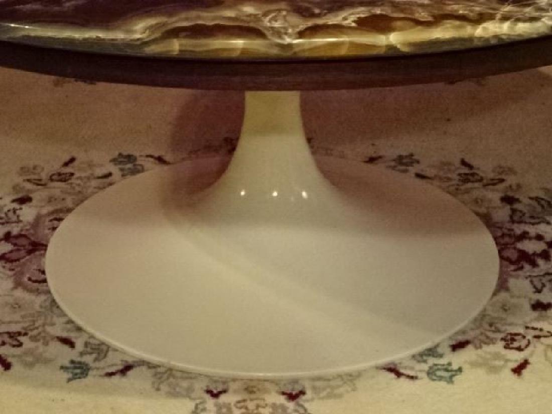 AGATE TOP ROUND EERO SAARINEN COFFEE TABLE, WHITE TULIP - 7