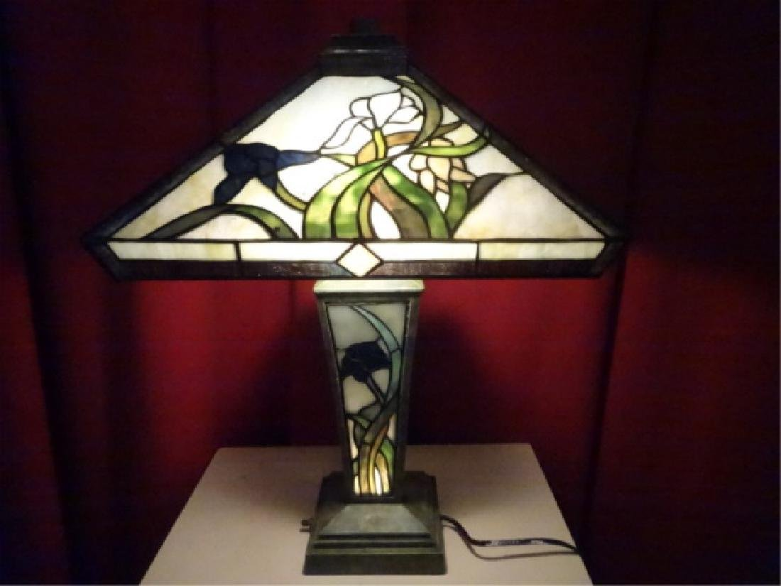 TIFFANY STYLE LEADED GLASS TABLE LAMP BY SPLENDOR