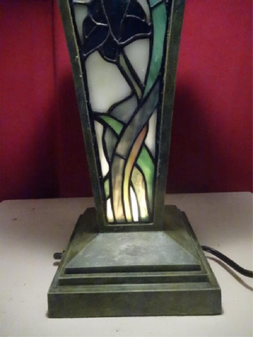 TIFFANY STYLE LEADED GLASS TABLE LAMP BY SPLENDOR - 4