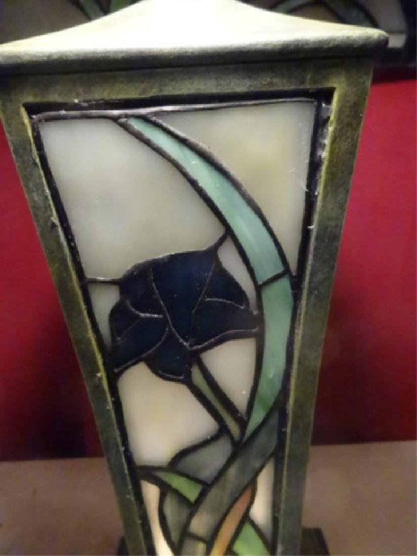 TIFFANY STYLE LEADED GLASS TABLE LAMP BY SPLENDOR - 5