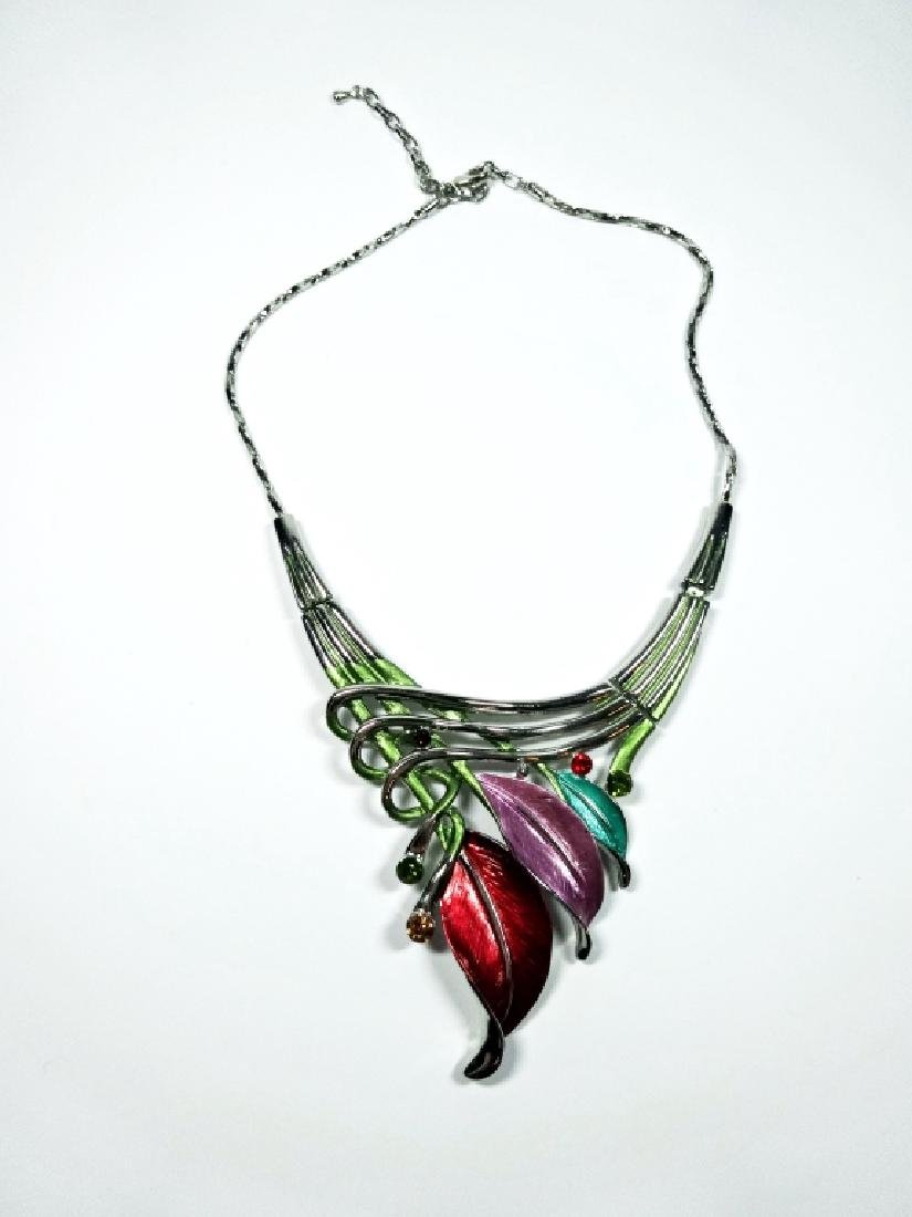 "ENAMELED FLOWER NECKLACE, SILVER TONE, APPROX 18"","