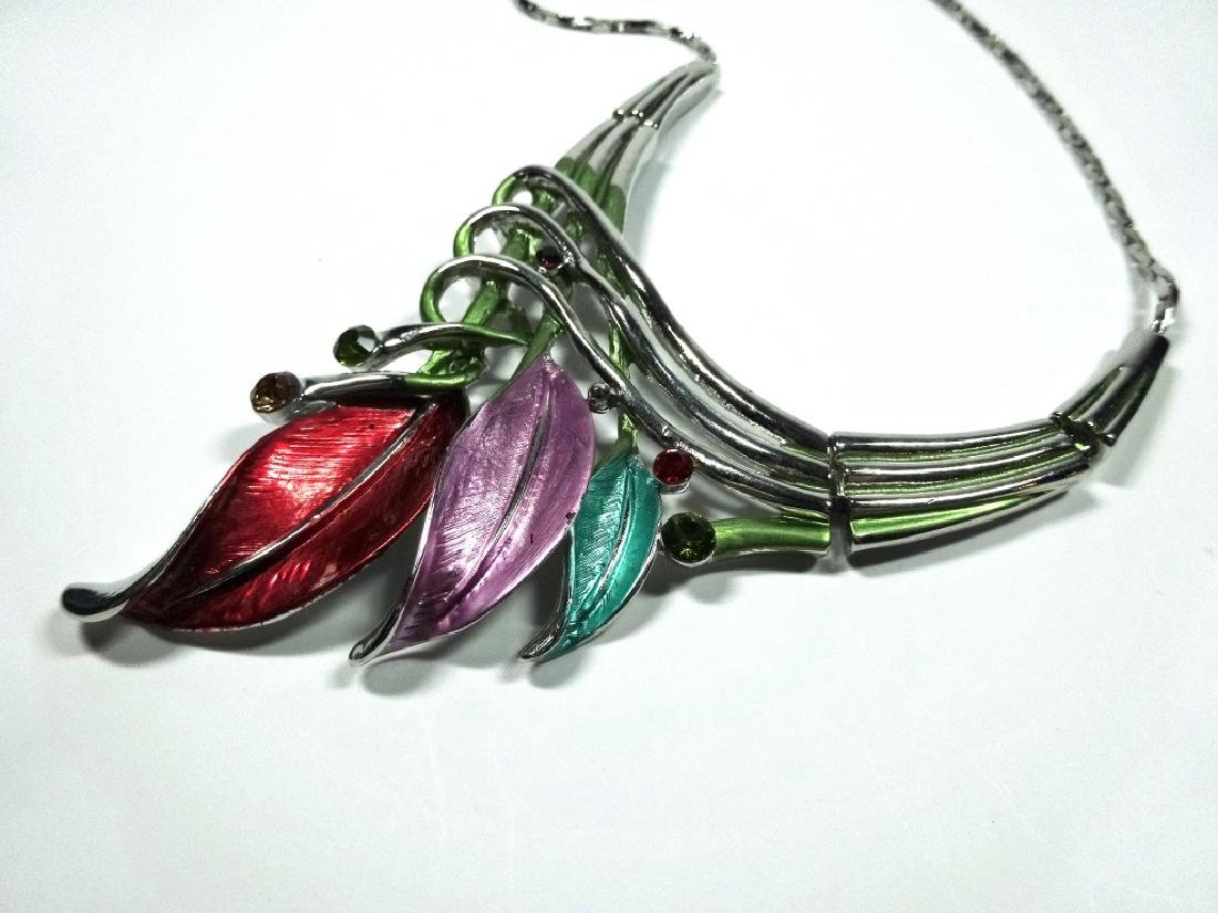"ENAMELED FLOWER NECKLACE, SILVER TONE, APPROX 18"", - 3"