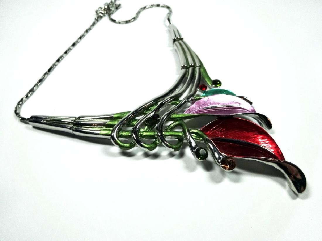 "ENAMELED FLOWER NECKLACE, SILVER TONE, APPROX 18"", - 5"