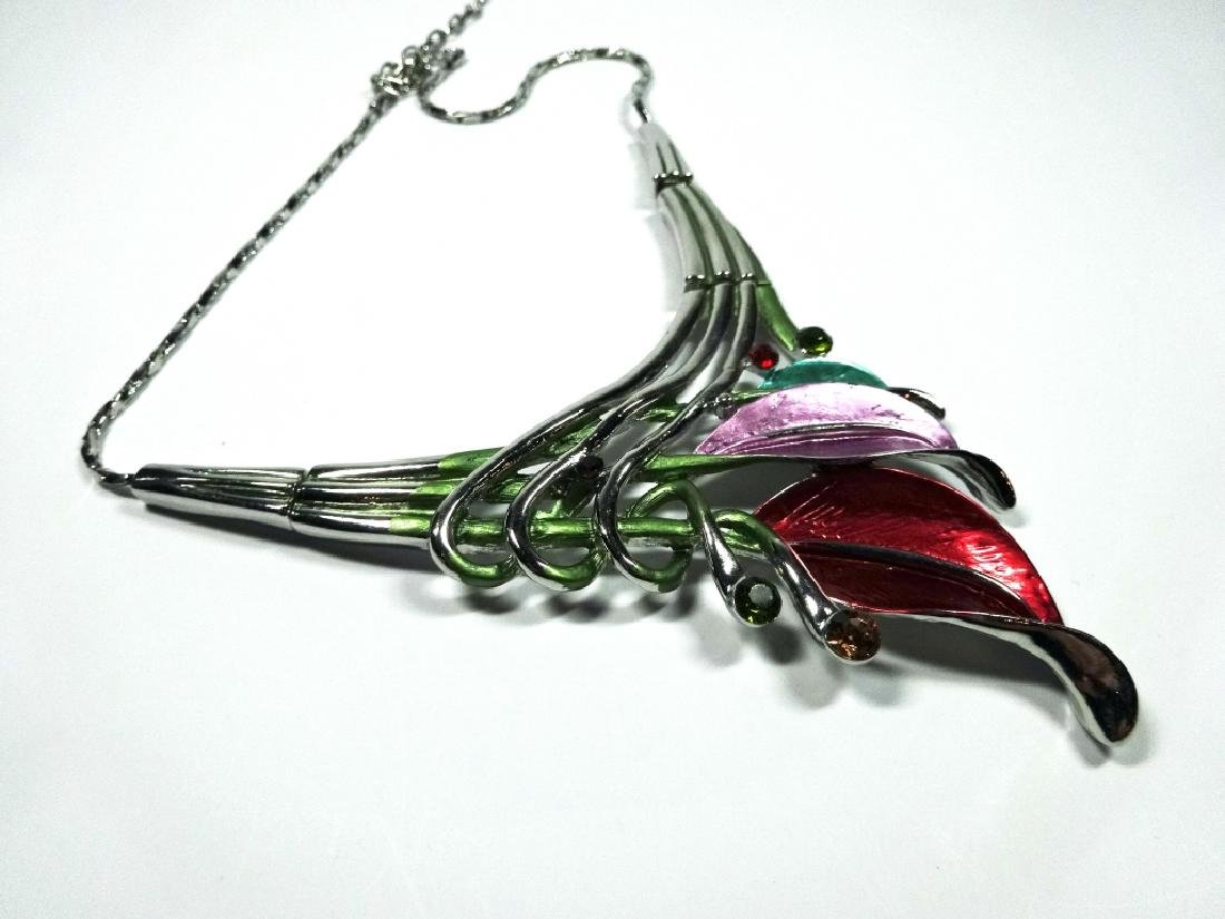 "ENAMELED FLOWER NECKLACE, SILVER TONE, APPROX 18"", - 6"