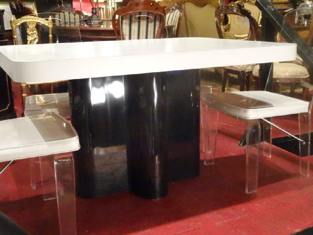 MODERN DESIGN WHITE AND BLACK MICA DINING TABLE,