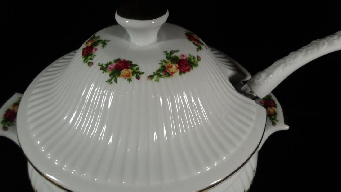 ROYAL ALBERT PORCELAIN TUREEN WITH LID AND LADLE, OLD - 3