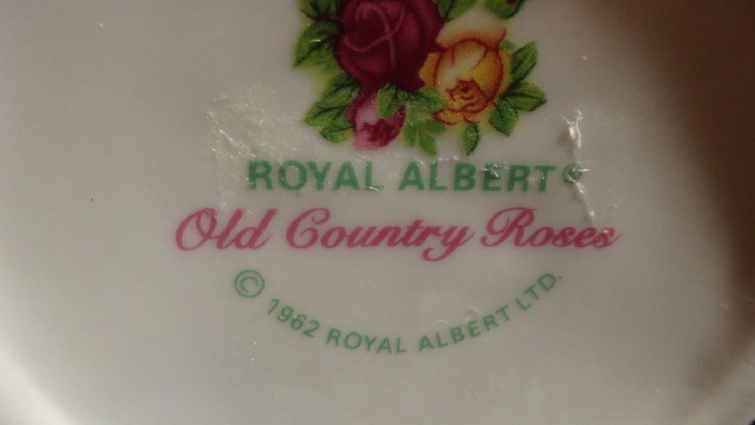 ROYAL ALBERT PORCELAIN PIERCED BASKET, OLD COUNTRY - 5