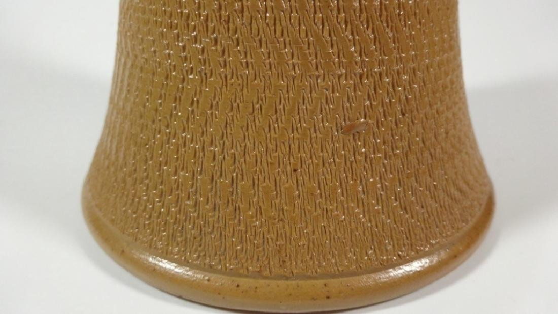 ROYAL DOULTON BASKETWEAVE VASE, BEIGE WITH DARK BLUE - 4