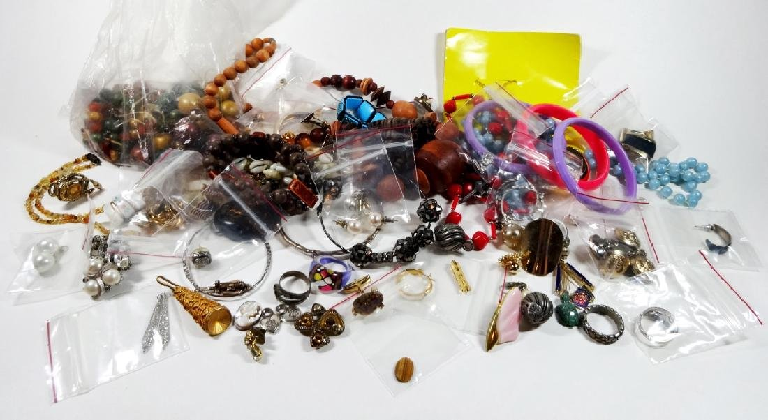 COLLECTION OF COSTUME JEWELRY & FINDINGS, MISCELLANEOUS