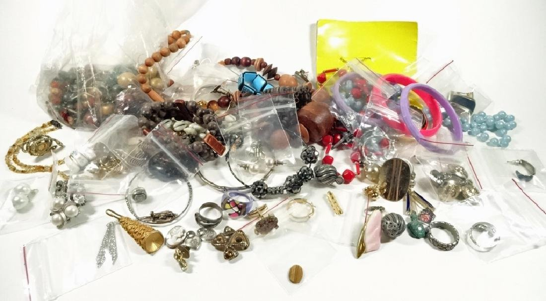 COLLECTION OF COSTUME JEWELRY & FINDINGS, MISCELLANEOUS - 2